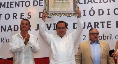 """Photo of El estilo Duarte de """"apoyar"""" a los periodistas: Gremio en México cuestiona premio a gobernador"""