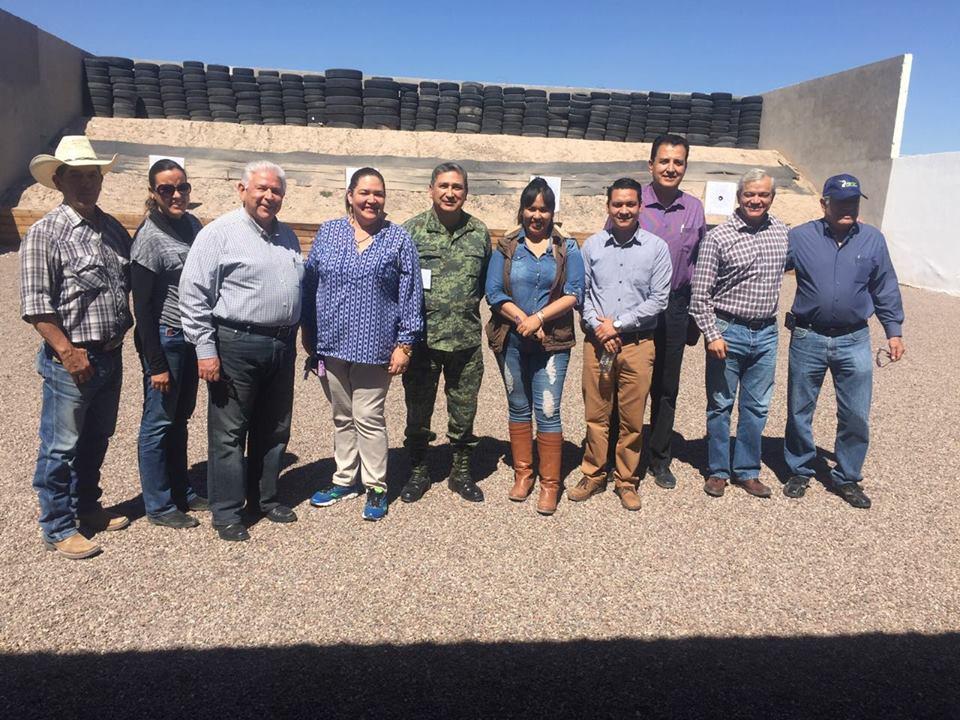 Photo of Funcionarios del gobierno de José Rosas Aispuro, realizan prácticas de tiro en campo militar