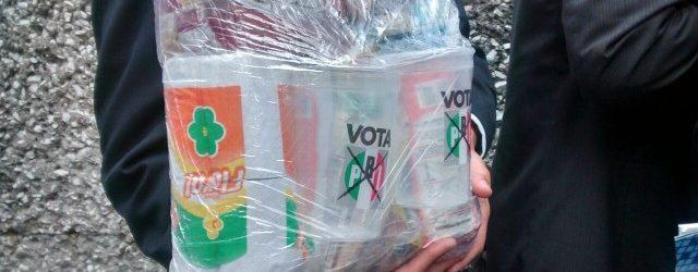 Photo of Votos en oferta, la gente acepta despensas, dinero…lo que sea