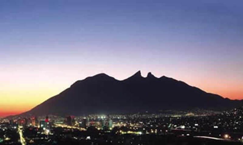 """Photo of En Nuevo León la oligarquía no quiere a AMLO, y es que está hasta el """"keke"""" con los dineros malos de una economía podrida… ¡Órale!"""